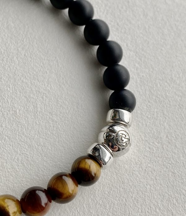 Onyx et tiger oeil beaded bracelet 3/4 view