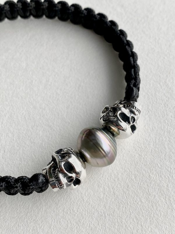 Bracelet with 2 sterling silver skull and a Tahitian pearl
