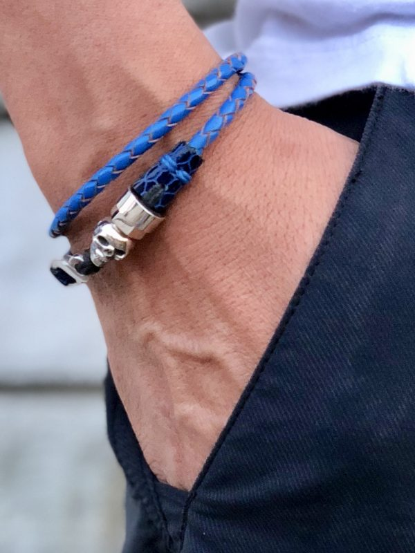 Double turn blue leather bracelet with sterling silver skull