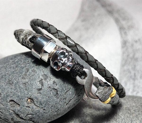 Double turn grey leather bracelet with sterling silver skull
