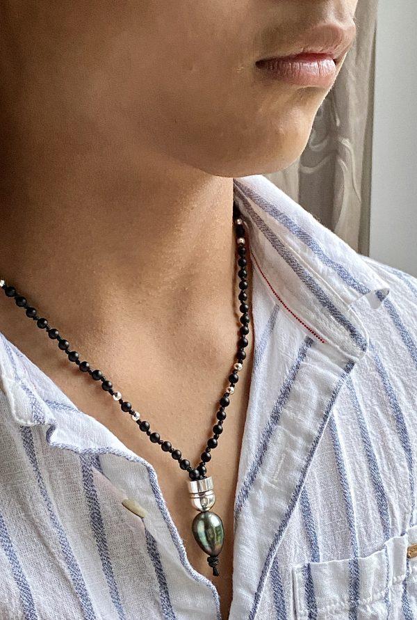 Collier en onyx, argent et avec une perle de Tahiti